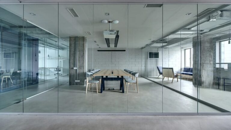 Finding The Best Company To Install Partitions In Your Office